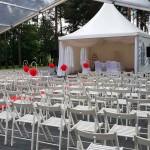 białe składane krzesła - wypożyczalnia krzeseł