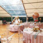 krzesła Ghost transparent wypożyczone na wesele w plenerze w Dębicy