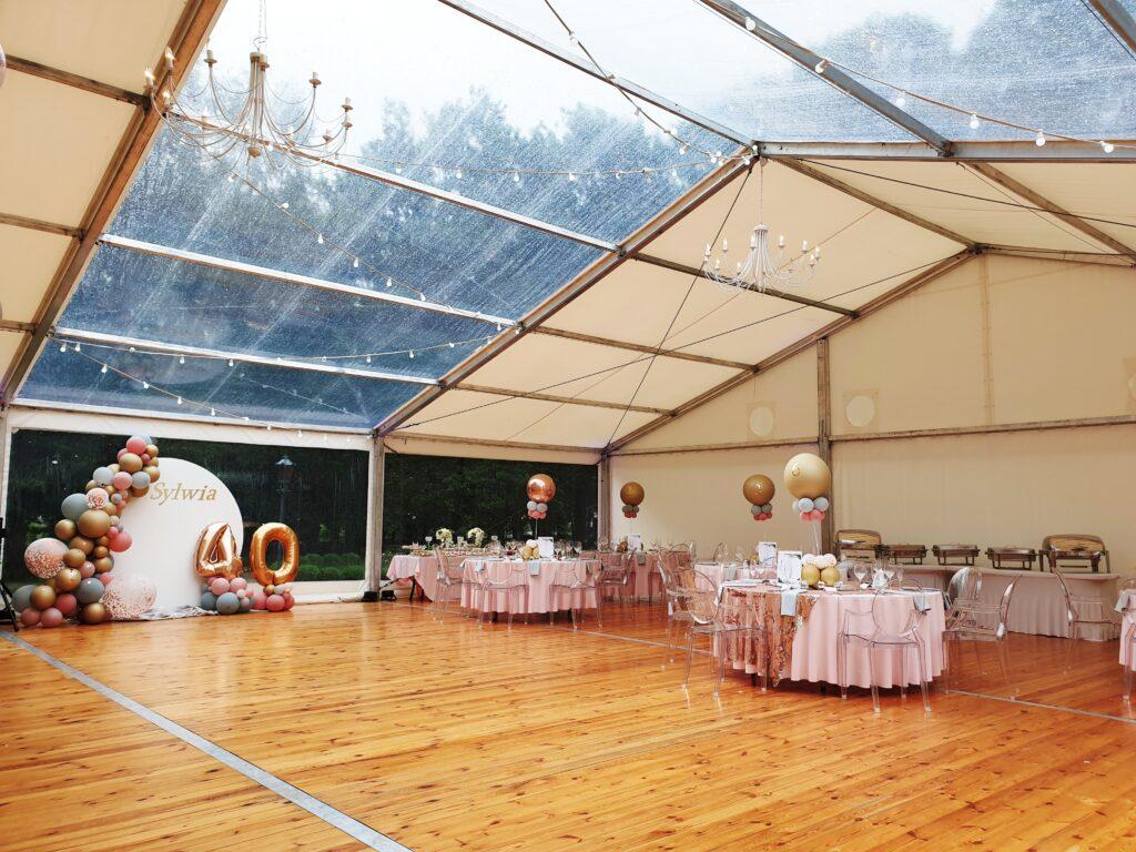 Potrzebna hala namiotowa na imprezę firmową – zdecydować się na zakup, czy wynajem?